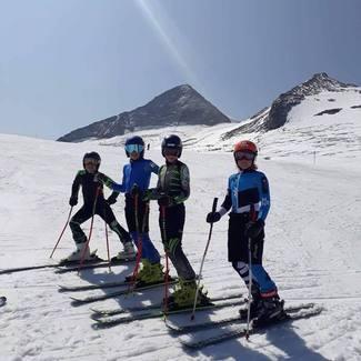 Eesti noorte mäesuusakoondis Hintertuxis talveks vormi tootmas