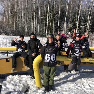 Noored lumelaudurid võtsid eakaaslastega mõõtu Soomes Talmal